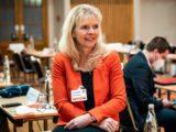 Katrin auf dem Listenparteital im Februar 2021 mit roter Jacke freut sich über die Aufstellung